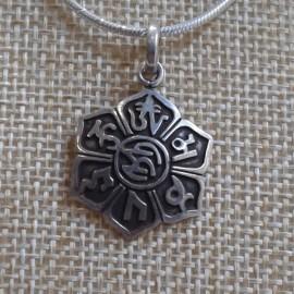"""Colgante de plata """"Signos auspiciosos en flor de loto"""" pequeño- colgplat34"""